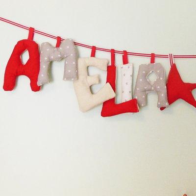 Nome realizzato in stoffa per personalizzare la camera del bebè