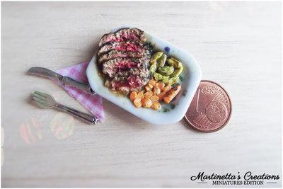 Miniatura fettine di Roast beef in scala 1:12 in fimo