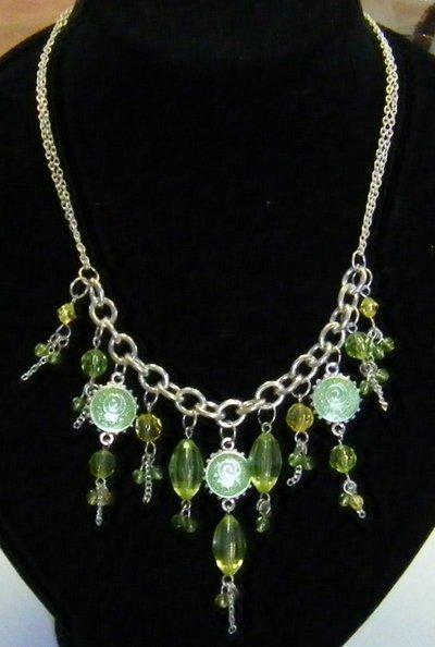 collana  con catena in metallo colore argento e pendenti