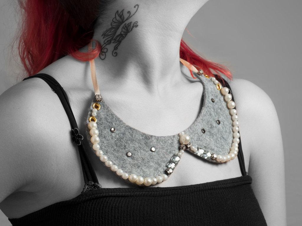 collar jewel perle e borchie