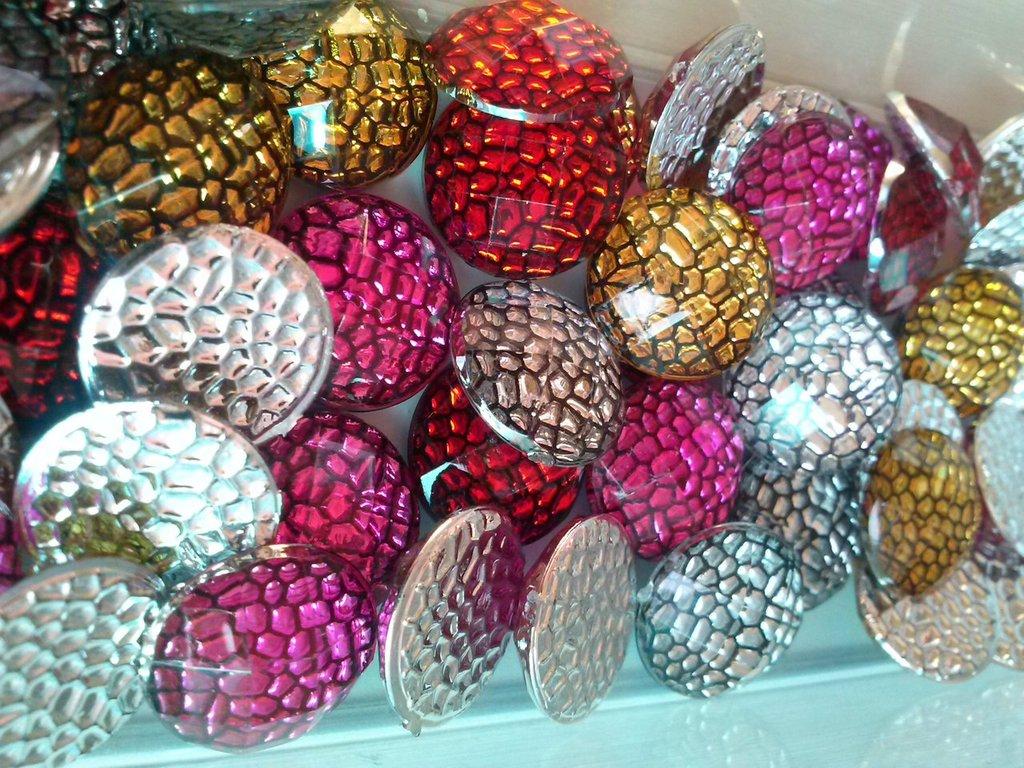 15 cabochon  tondi  vari colori  per  bigiotteria  hobby decorazioni