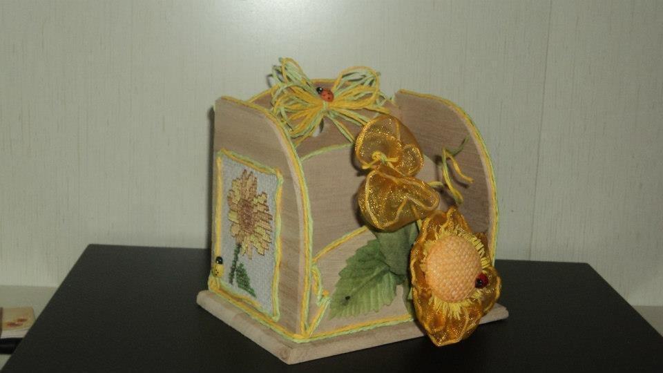 portalettere/fogli, portapenne in legno decorato a punto croce