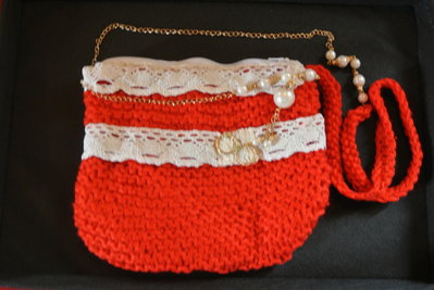 Borsina di lana fatta a mano