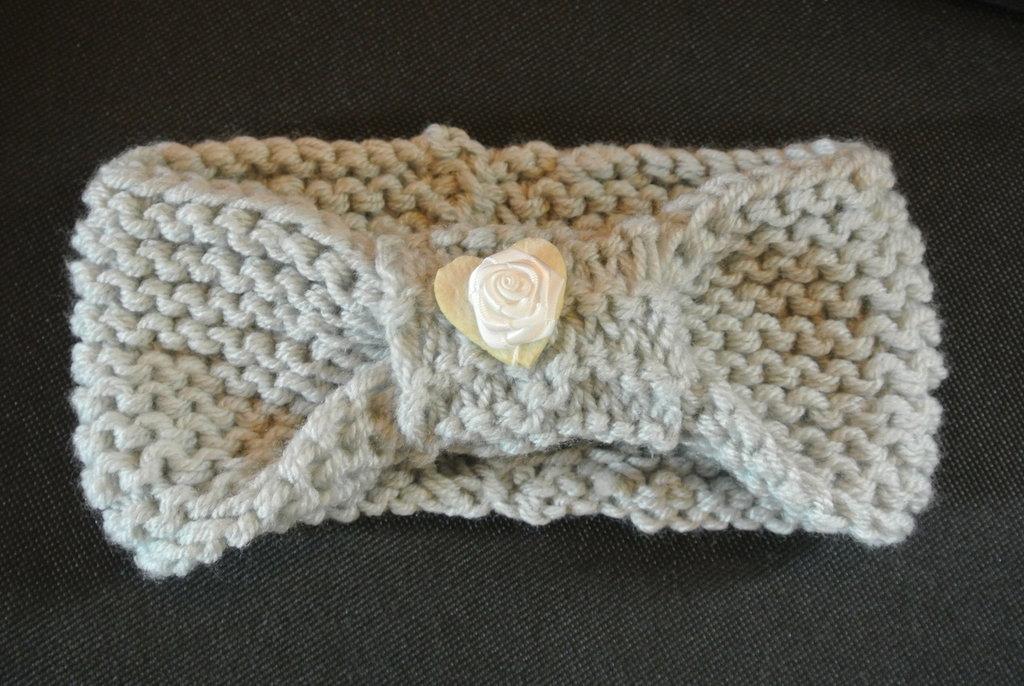 fascietta di lana per capelli lavorata a maglia