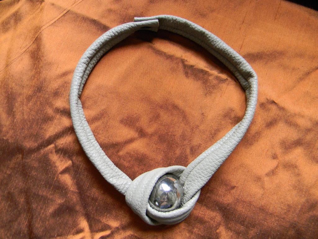 Collana/girocollo in vera pelle e ceramica Raku