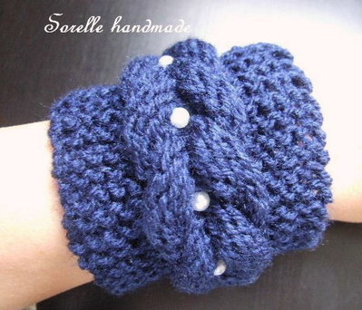 Braccialetto a maglia blu