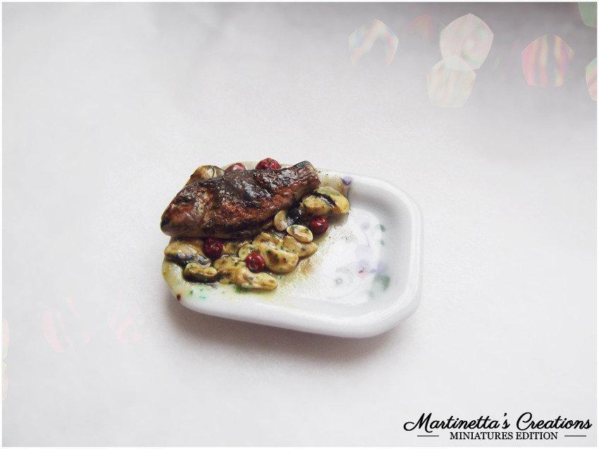 Miniatura in scala 1:12 Orata al forno con patate e pomodorini secchi in fimo