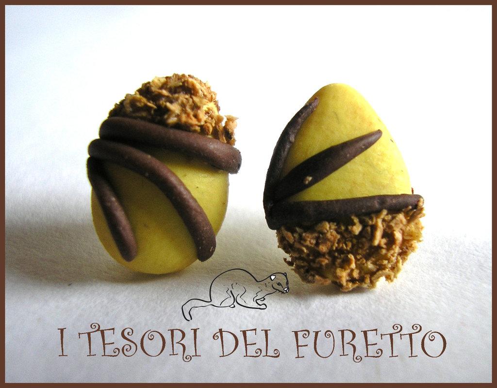 """Orecchini perno """"Uova cioccolato Pasqua granella"""" bianco fimo cernit kawaii Pasqua 2014"""