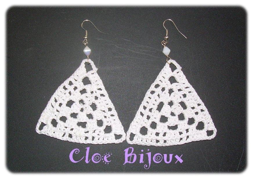 Orecchini crochet triangolari bianchi