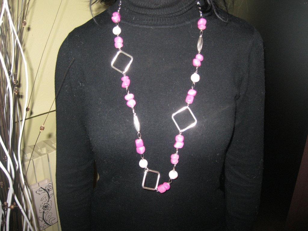 Collana e orecchino di giada colore rosa