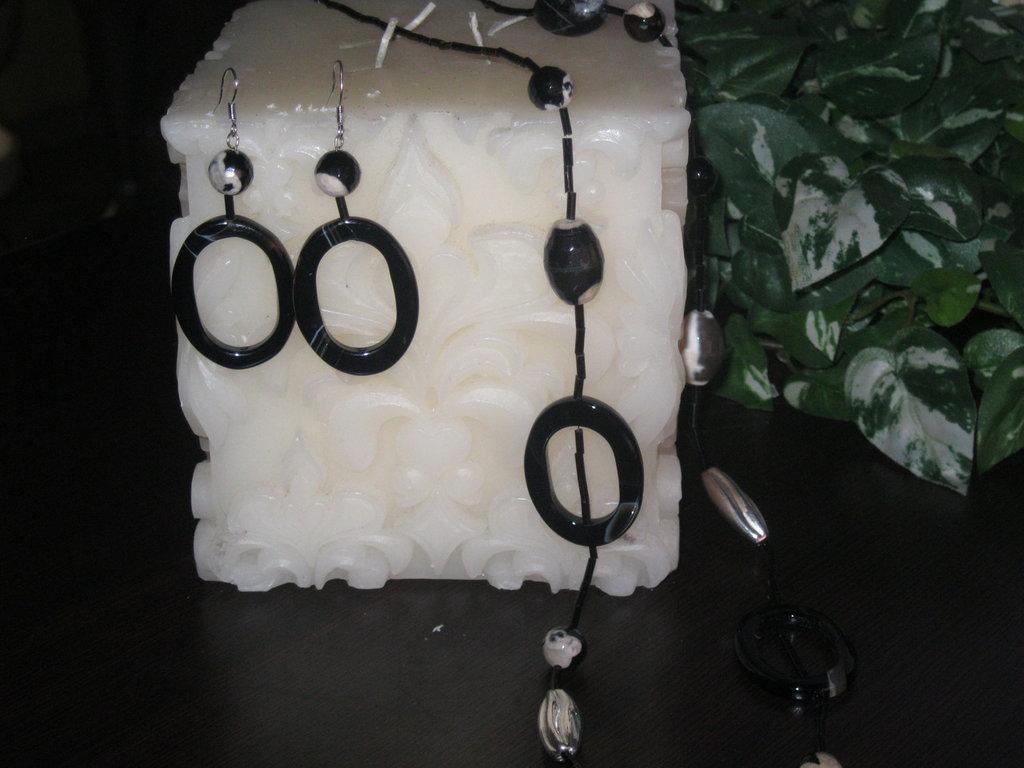 Collana e orecchini pendenti con  giada