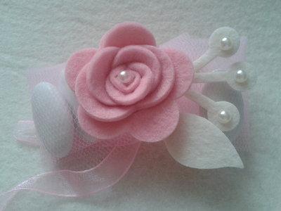 Portaconfetti-segnaposto rose di feltro rosa