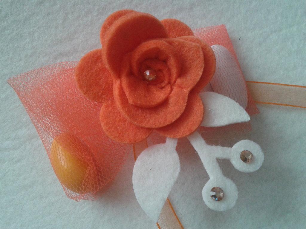 Portaconfetti-segnaposto rose di feltro arancione