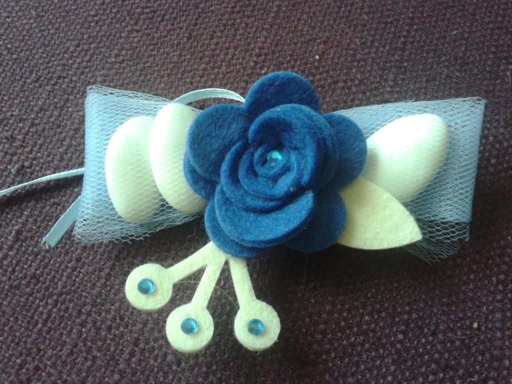 Portaconfetti-segnaposto rose di feltro blu