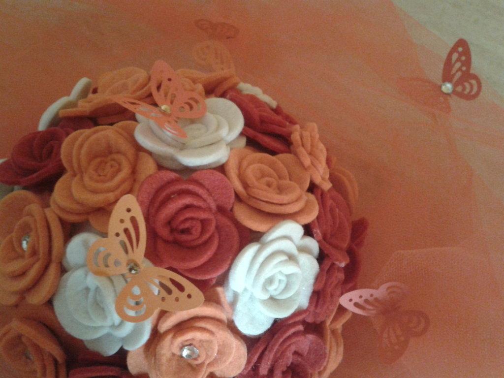 centrotavola rose di feltro e tulle colori a scelta