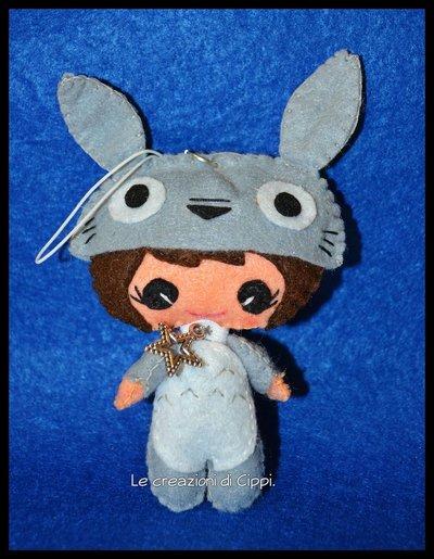 Ciondolo portachiavi in pannolenci Pupattola Fiabesca Totoro fatto a mano.