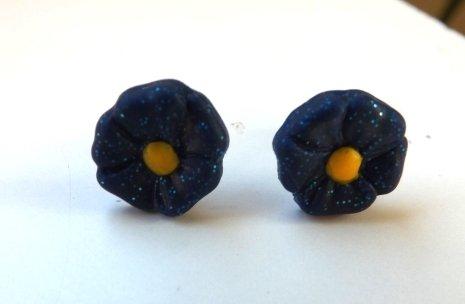 Orecchini in fimo a forma di fiore con perno in plastica anallergico