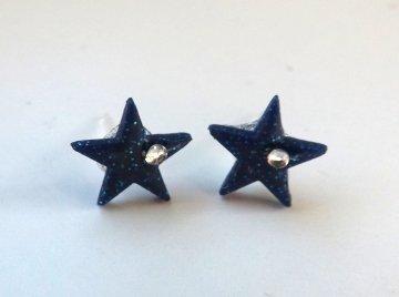 Orecchini in fimo a forma di stella con strass montati su perno in plastica anallergico