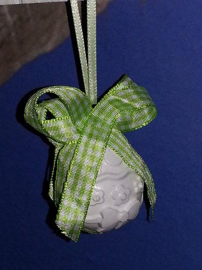 PASQUA - uovo decorato piccolo bianco con nastro bianco-verde