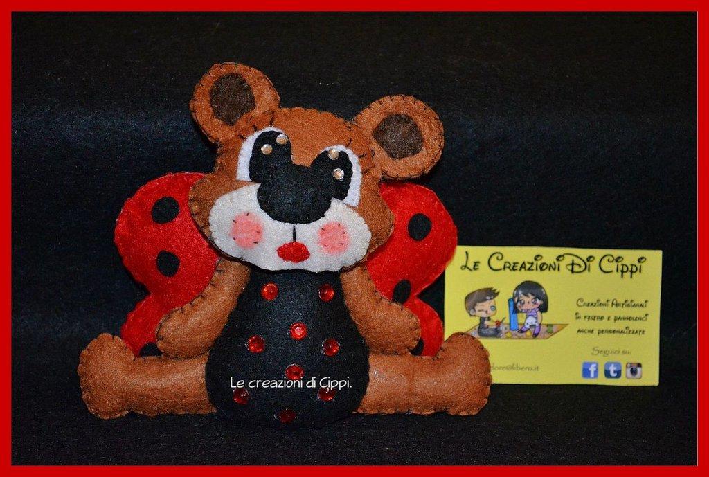 Pupazzo in pannolenci L'orsa coccinella fatta a mano.