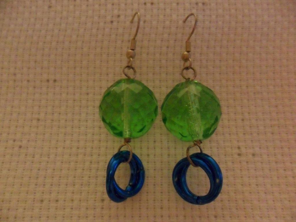 Orecchini verdi e blu