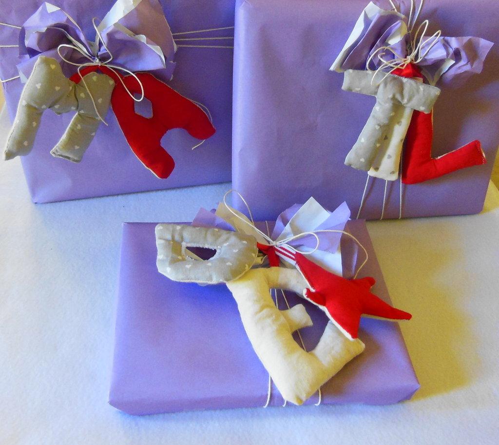 Lettere in stoffa da appendere per personalizzare i regali