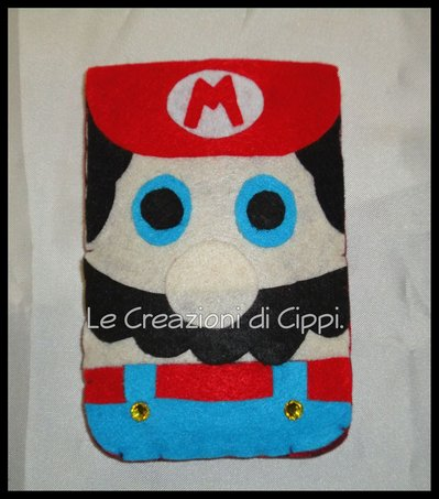 Portacellulare in feltro Super Mario fatto a mano.