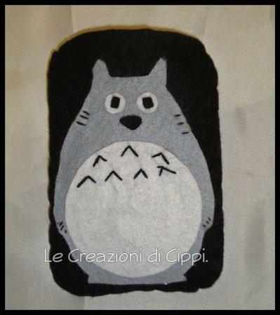 Portacellulare in feltro Totoro fatto a mano.