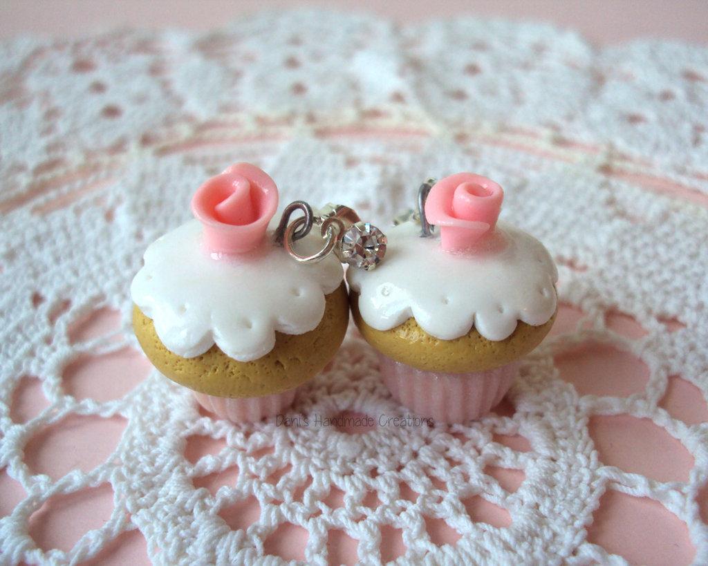 Orecchini cupcakes in fimo, a perno con strass