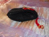 Borsellino nero con farfallina rossa