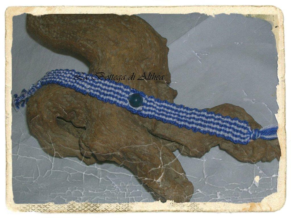 Braccialetto in macrame con cristallo agata blu