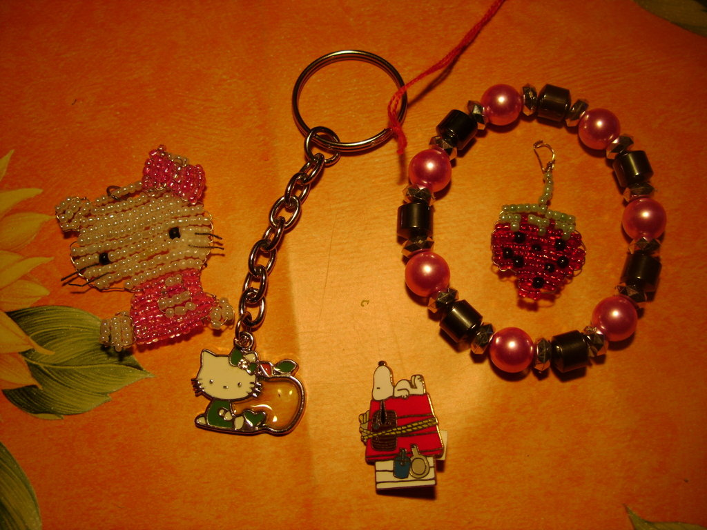 SALDI! LOTTO SNOOPY HELLO KITTY CHARMS