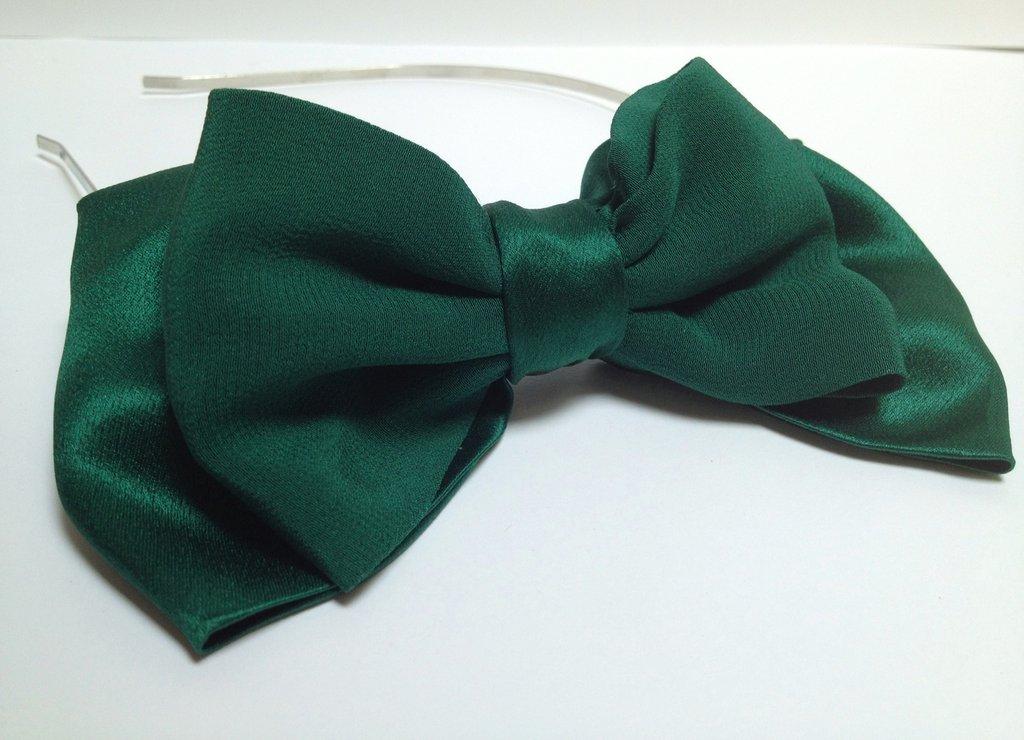 cerchietto con fiocco in seta verde