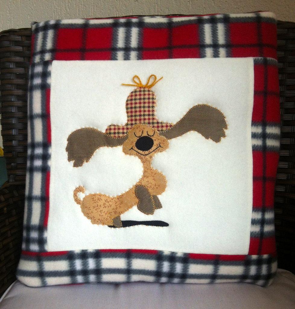 cuscino quillow cane bassotto- un cuscino con dentro un plaid
