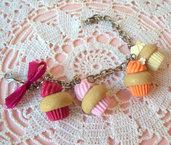 *IN OFFERTA* Bracciale con cupcakes in fimo magenta, rosa, arancione e giallo