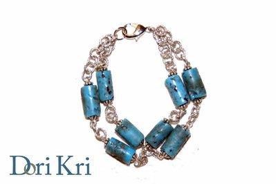 Bracciale a catena argentata e perline turchesi
