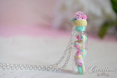 Collana con miniatura bottiglia e cupcake in fimo