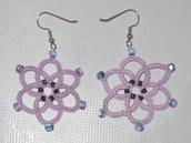 Orecchini pendenti rosa con perline sfumate fatti a chiacchierino