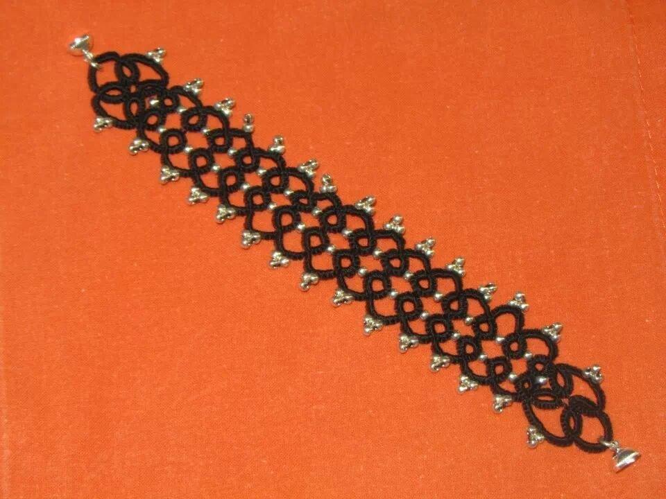 braccialetto cotone nero con perline argento, fatti a mano con chiacchierino