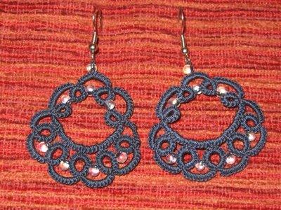Orecchini pendenti blu con perline trasparenti fatti a mano a chiacchierino