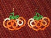 Orecchini pendenti spiritosi per Halloween, fatti a mano a chiacchierino
