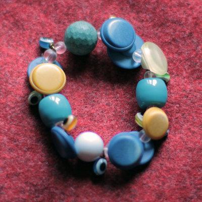 B11.14 - Bracciale elastico con perle in resina