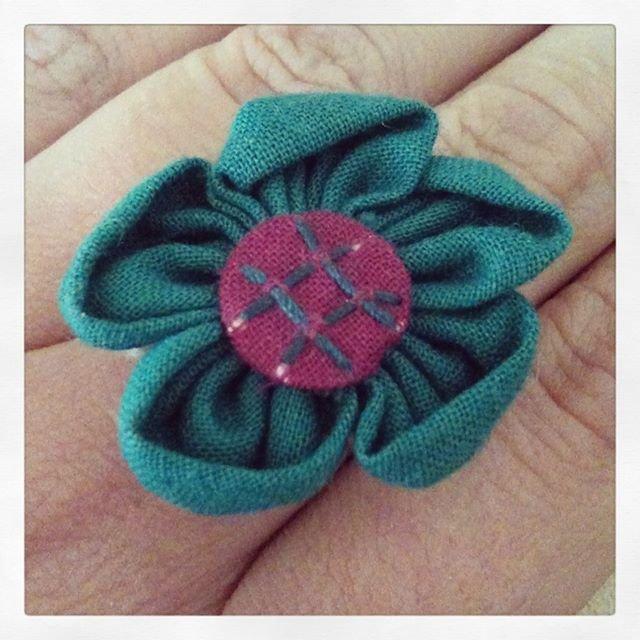 Anello fiore tessuto