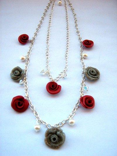 Collana girocollo swarovski con roselline rosse e grigio glitter charms in fimo fatto a mano