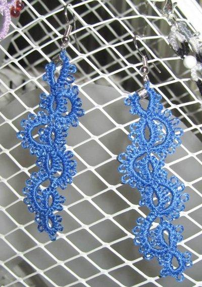 Orecchini in cotone azzurro con perlina argento, fatti a chiacchierino