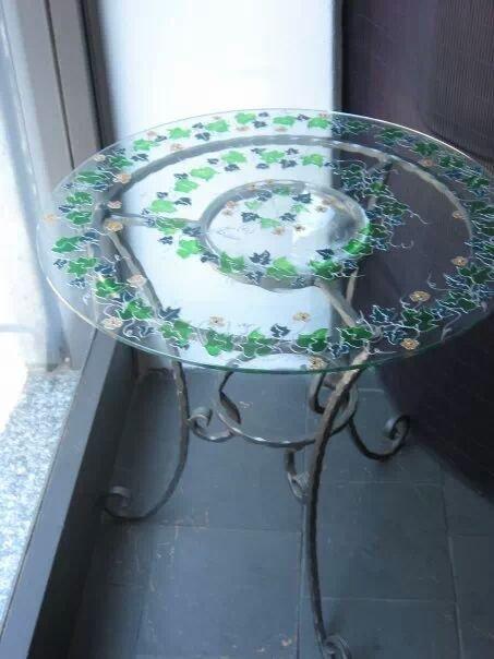 tavolino in ferro battuto e vetro