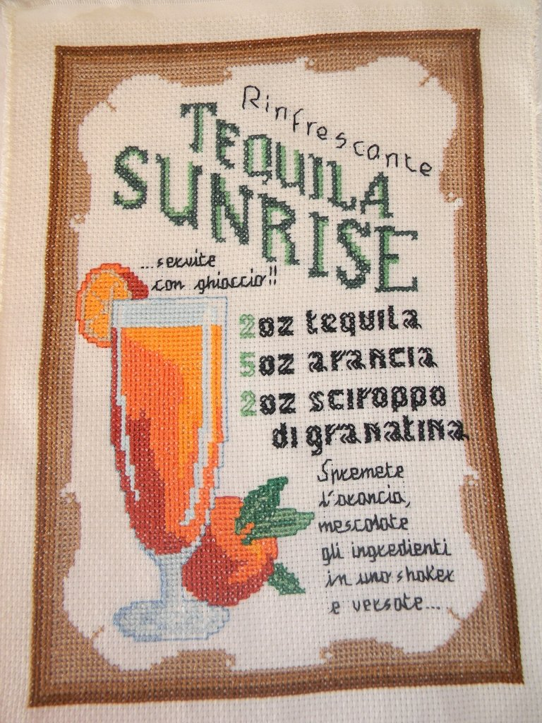 Quadro ricamato a punto croce cocktail tequila sunrise