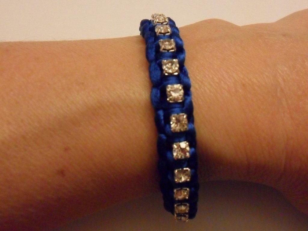 Bracciale blu con brillantini