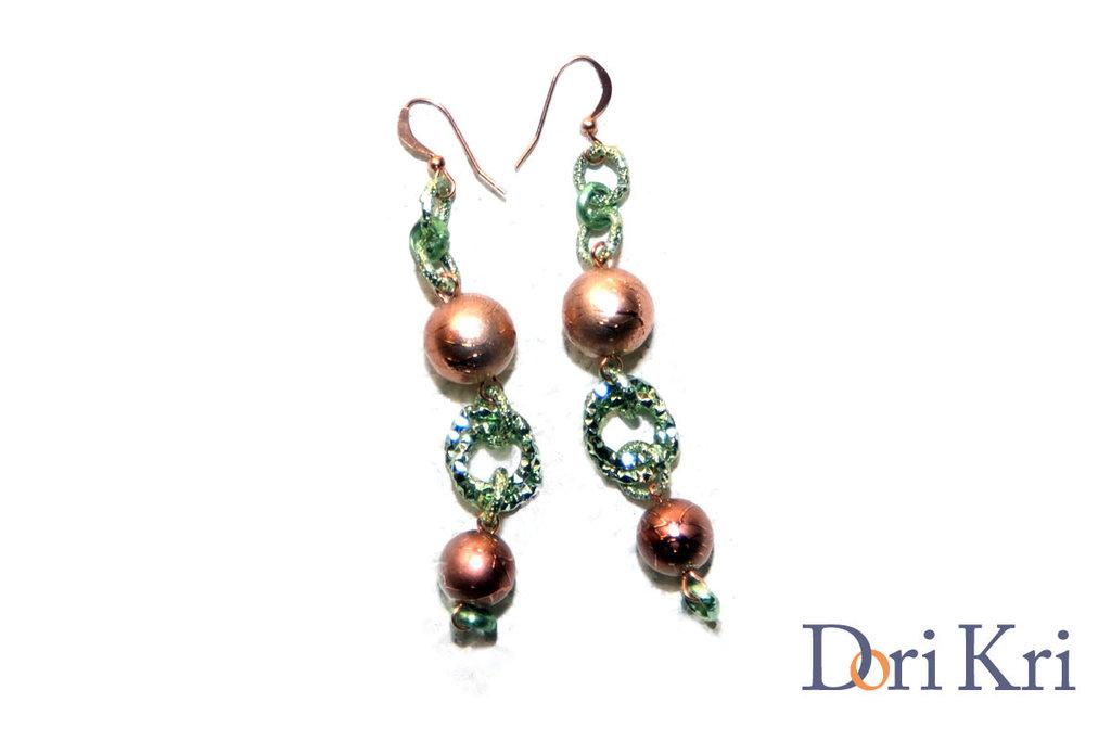 Orecchini verdi con perline di rame
