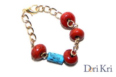 bracciale braccialetto a catena dorata con corallo e pietre turchesi